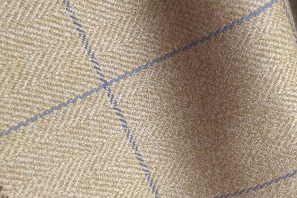 H7430 - BEIGE HERRINGBONE WITH BLUE OVERCHECK (500 grams / 17 Oz)